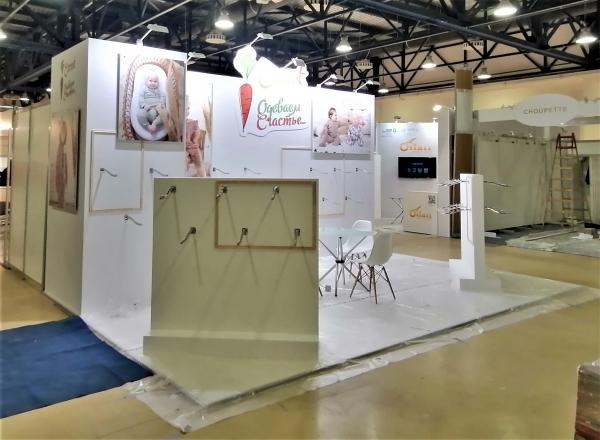 ОДЕВАЕМ СЧАСТЬЕ - изготовление выставочных стендов в Самаре и Новосибирске
